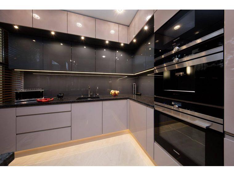 Фото угловой кухни из акрила Ostin 24 сделанной под заказ