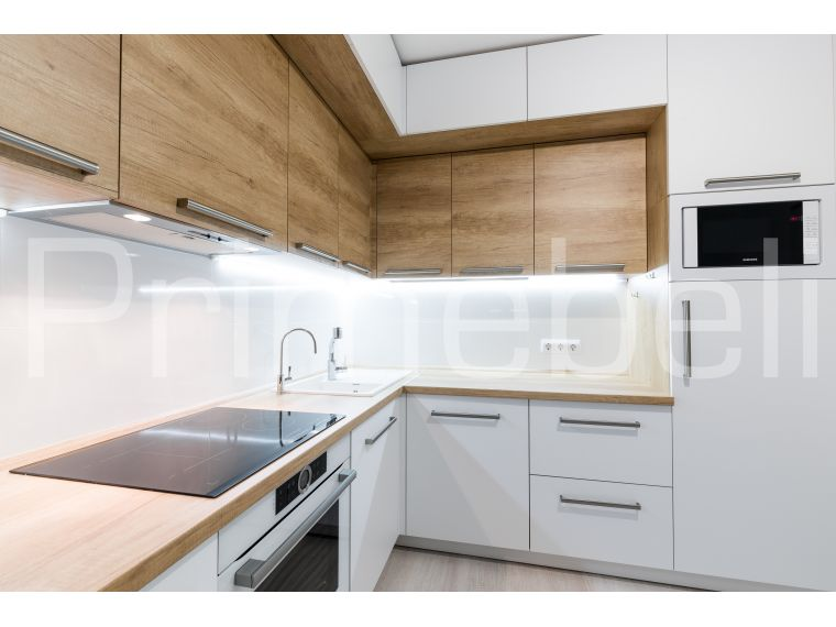 Кухня из акрила белая со встроенной техникой