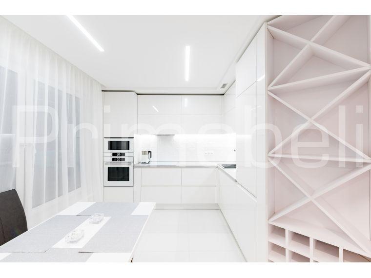 Вид на кухню из крашеного МДФ Vesta 36 (белая) с разных точек - фото 1
