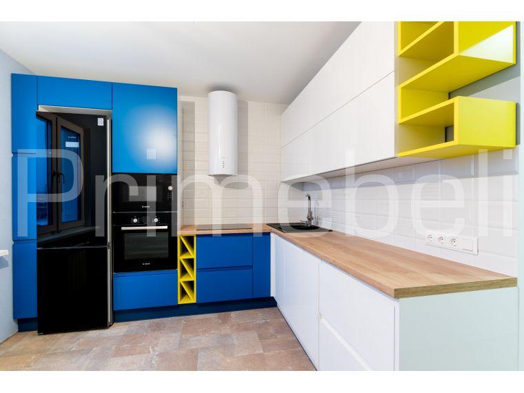 Угловая кухня из крашеного МДФ Vesta 29, вид сбоку