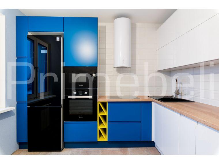 Угловая кухня из крашеного МДФ Vesta 29, вид сбоку приближенный