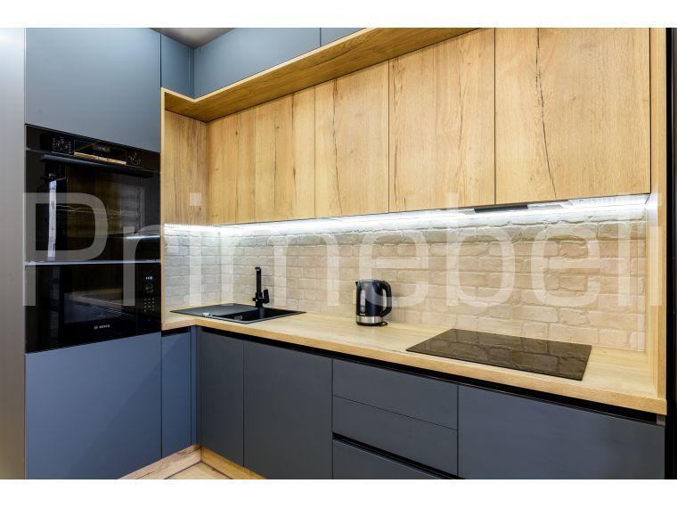 Фото №1 кухни с фасадом из Fenix Savanna 35 с разных точек