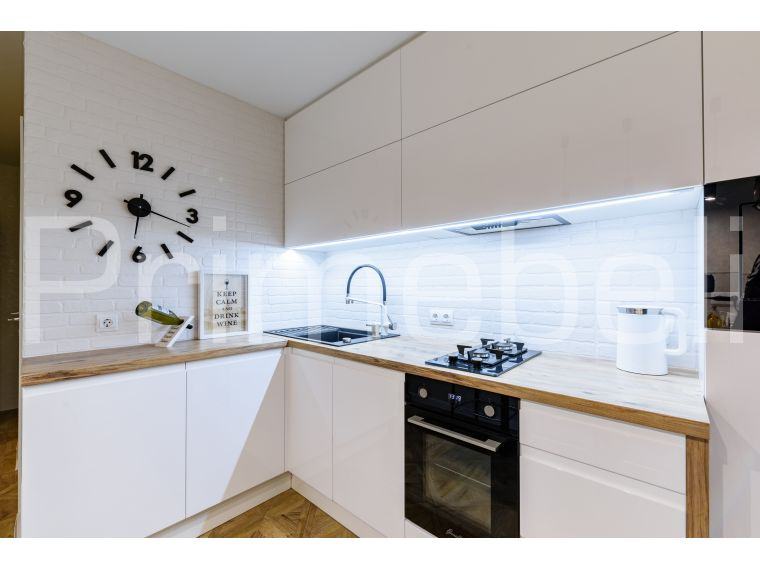 Белая кухня угловая из крашеного МДФ Vesta 39
