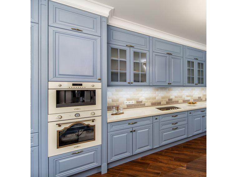 Боковое фото кухни из массива Tiffany 9