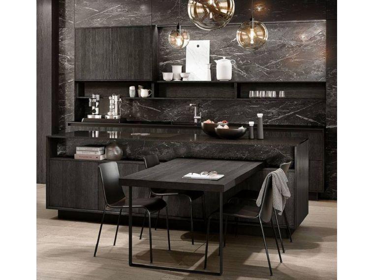 Темная кухня сделанная на заказ из Syncron Verdi 16
