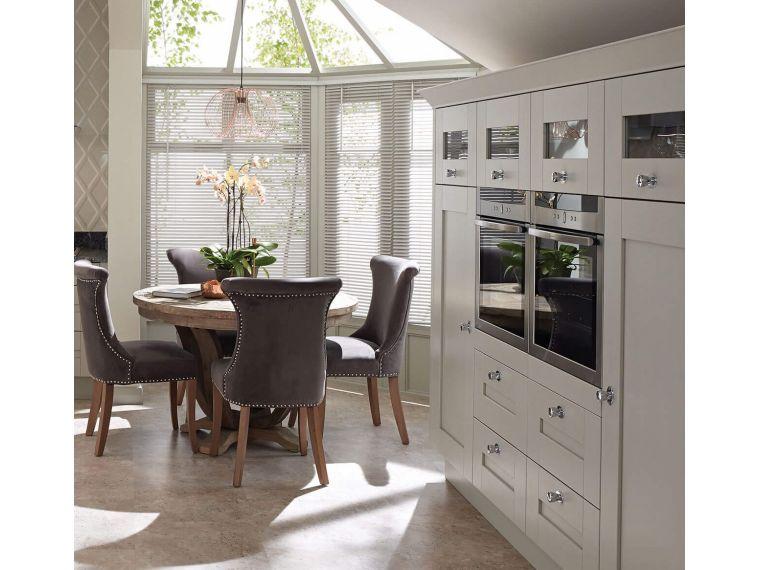 Вид на кухню сбоку
